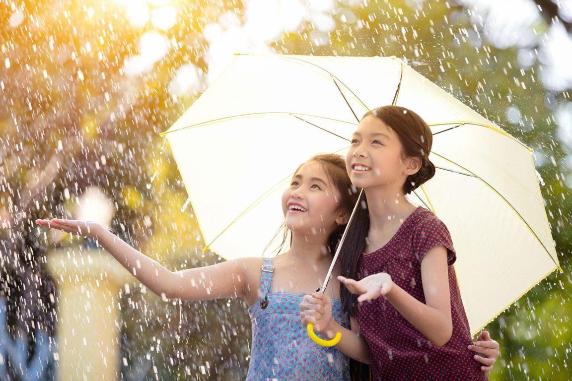 umbrella insurance - girls in the rain